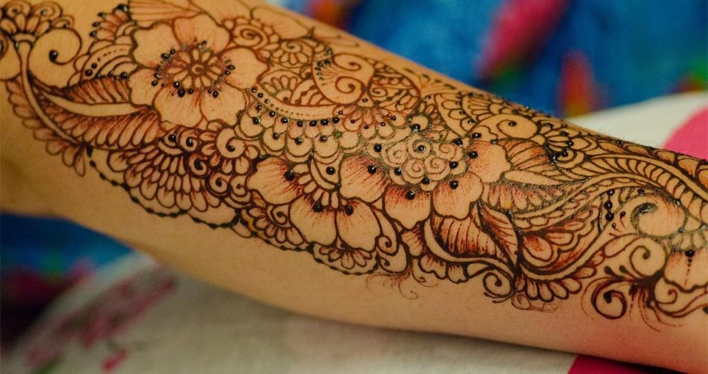 Индийский рисунок по телу
